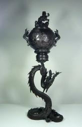 Bronzegefäß auf Drachensockel, Japan