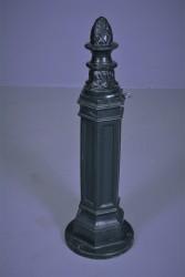 Antike Pumpe aus Gusseisen